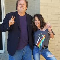 Man making peace sign with woman making peace sign